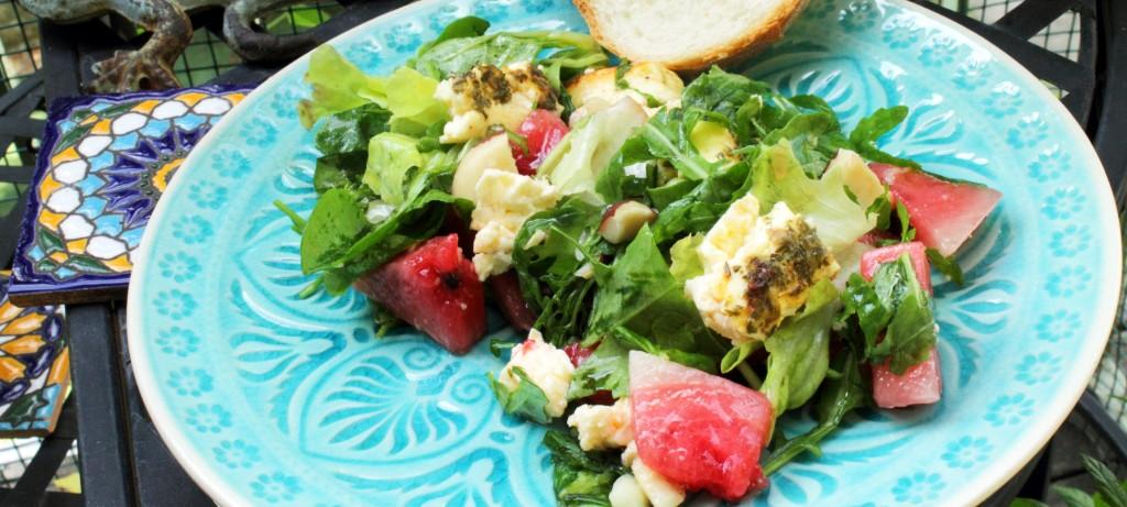 Wassermelonen-Salat mit Grillfeta und Nüssen