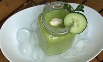 Avocad-Gurken-Suppe mit Cuury und Honig