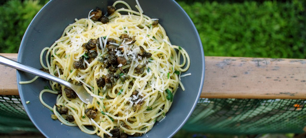 Spaghetti al Albi mit Kapern und Zitrone