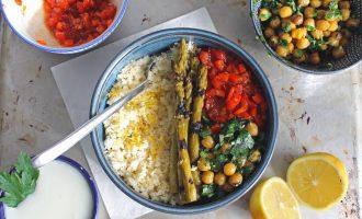 Orientalischer Karfiol-Reis mit grünem Spargel